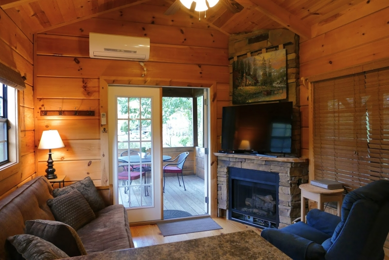 Mtn River Log Cabin - Living Room with fireplace